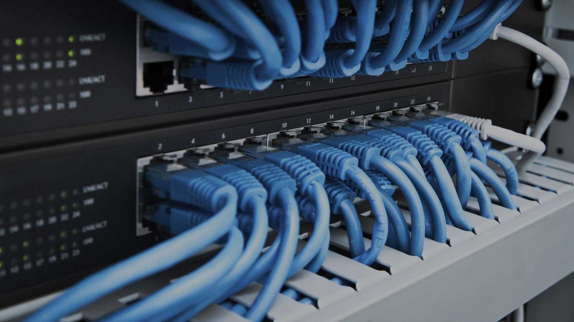 Netzwerkschrank mit Patchkabel - Server mit SSL in Recklinghausen